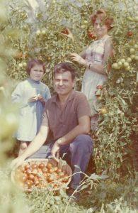 photo de famille dans les champs, post Sarl Renard, maraîcher bio, 78